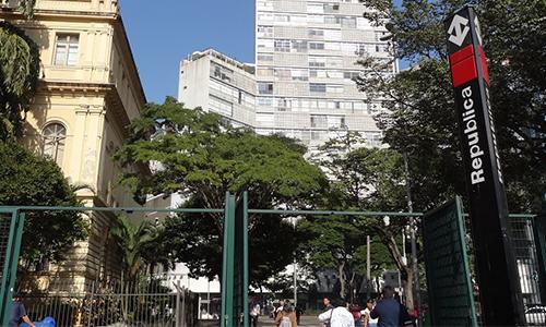 http://hotelboulevard.com.br/wp-content/uploads/2016/12/metro-republica.jpg